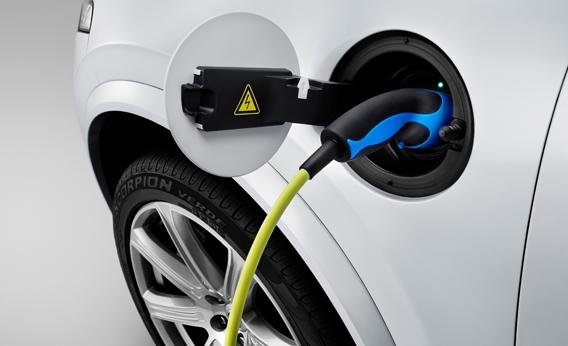 08DEC14_XC90_charging