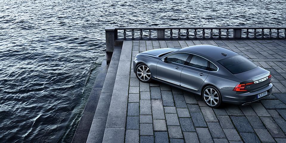 Location High-Rear Quarter Volvo S90 Osmium Grey