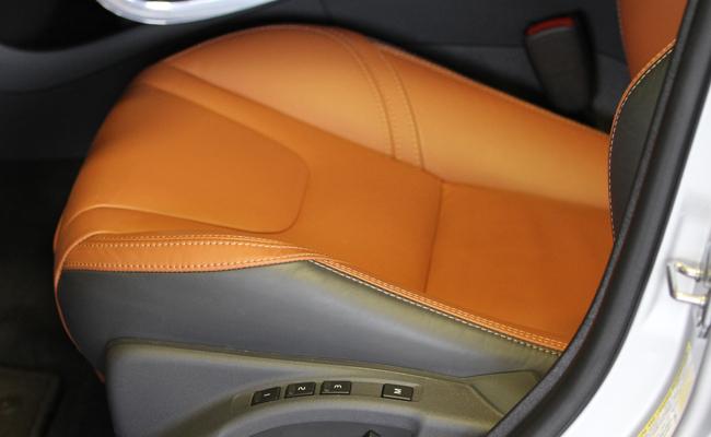 18MAR15_S60_Seats