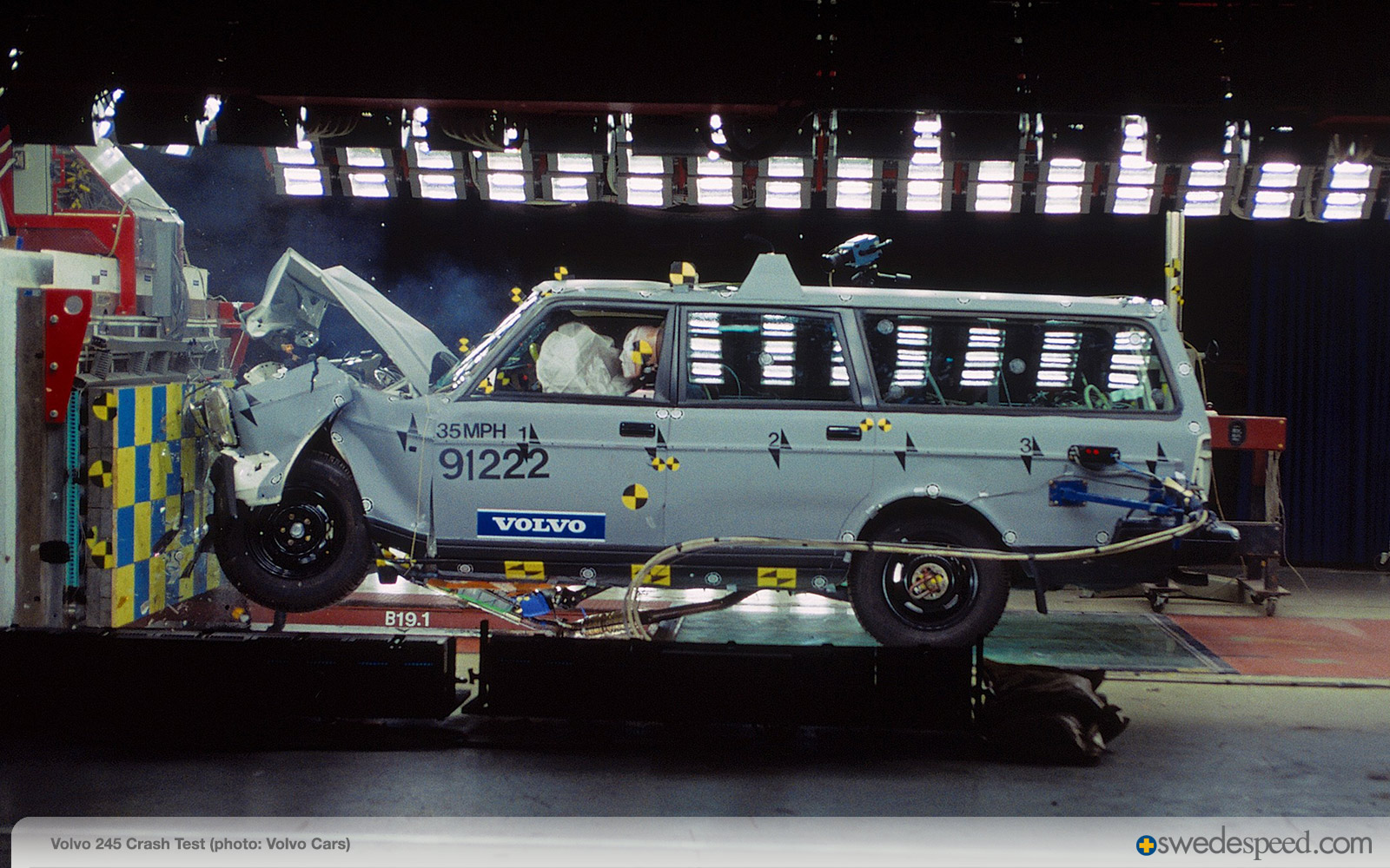 Volvo 245 Crash Test